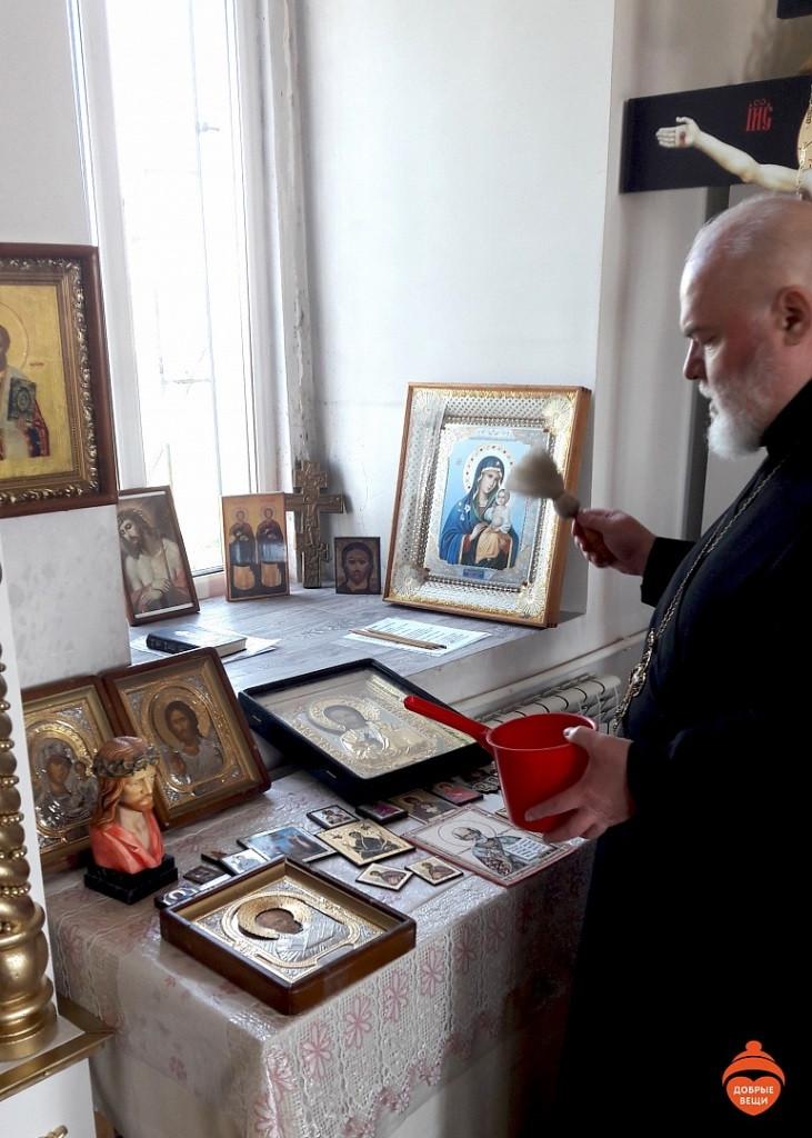 «Добрые Вещи» передали иконы в Храм святых мучеников Косьмы и  Дамиана