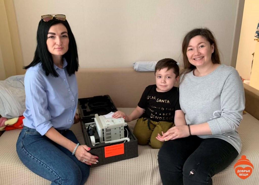 Добрые Вещи» и Анна Чурина помогают МБОО «Хантер-Синдром»: еще три инфузомата доехали до своих получателей